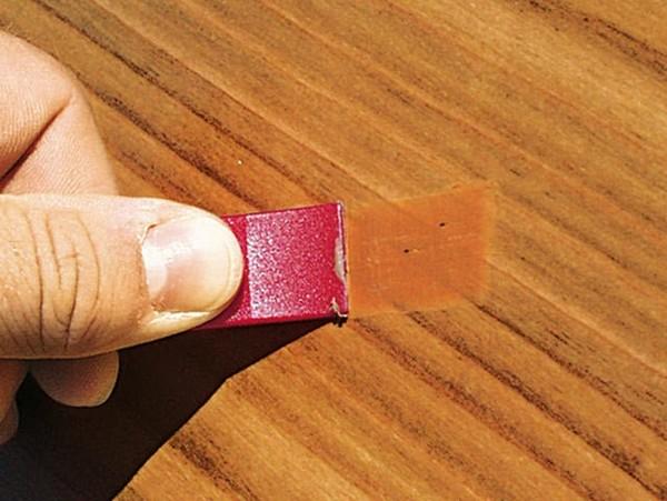 Как замаскировать царапины и трещины на полированной мебели