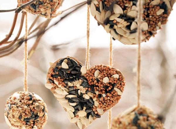Готовый корм для птиц на веревочке