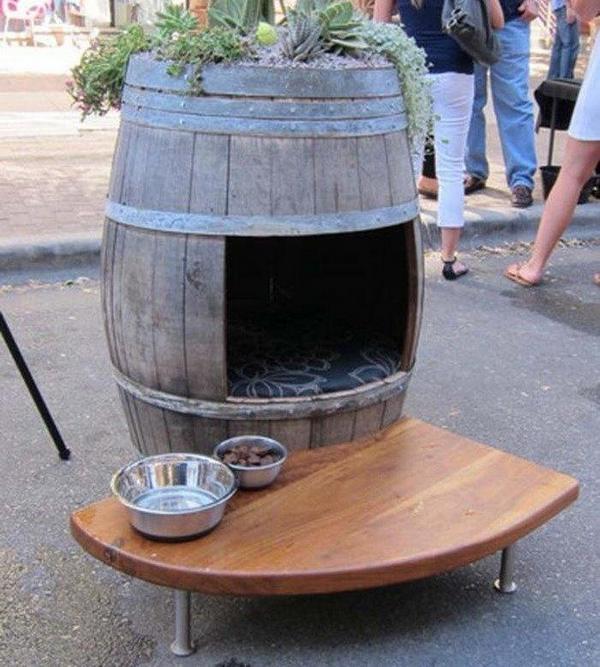 Собачья будка из деревянной бочки своими руками