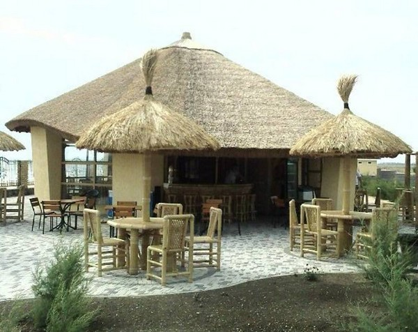 Крыша из камыша для летнего кафе
