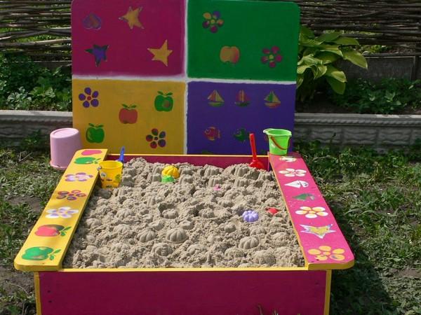 Яркая детская песочница фото