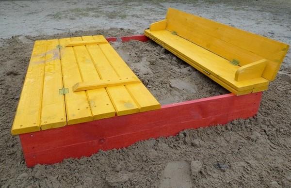 Песочница с крышкой деревянная