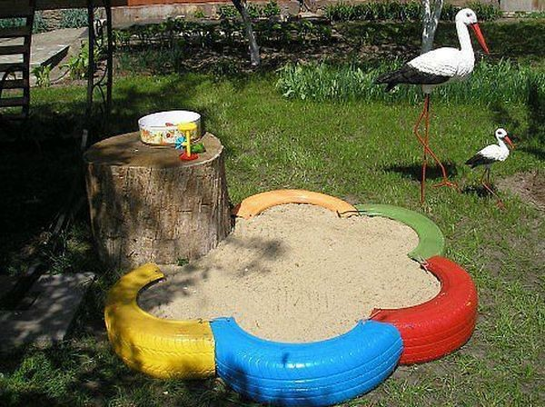 Песочница из покрышек фото