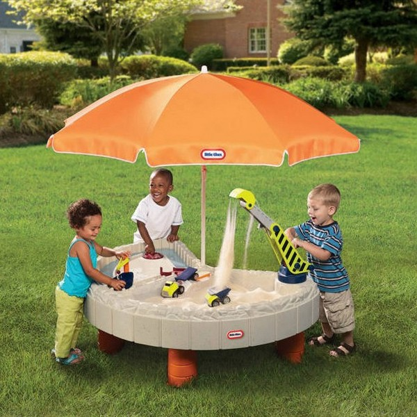 Пластиковый стол песочница с зонтом