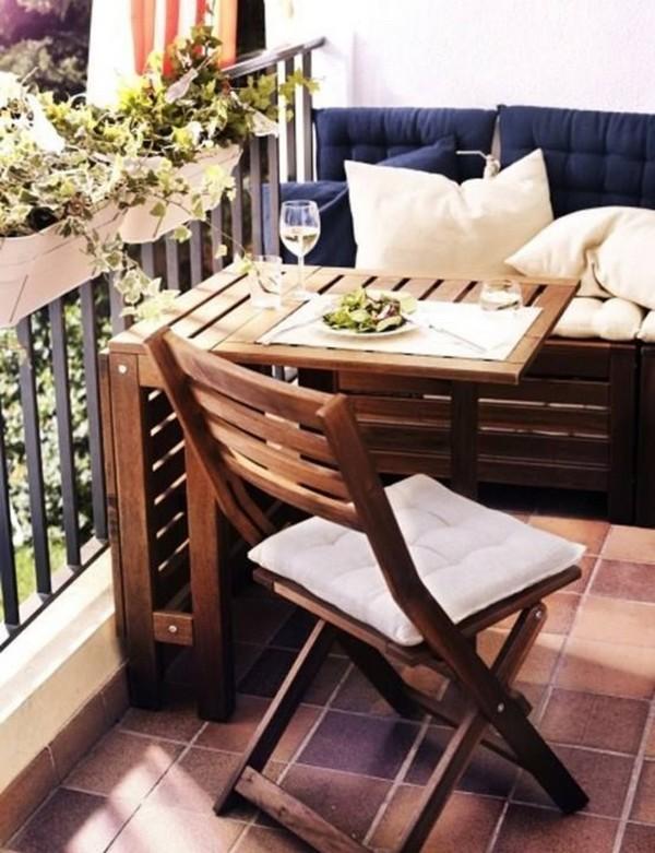 Складной столик на балконе фото