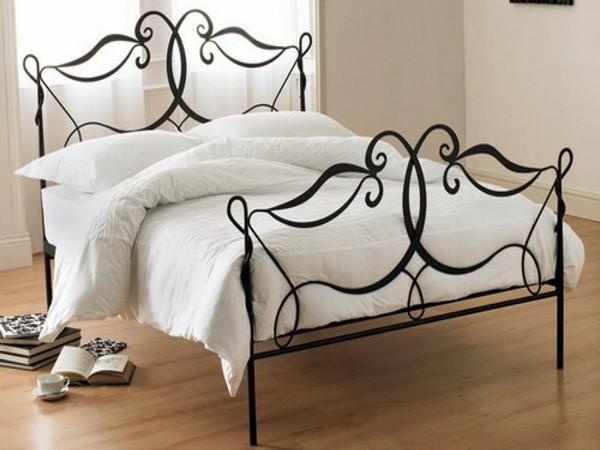 Кровать металлическая в интерьере спальни