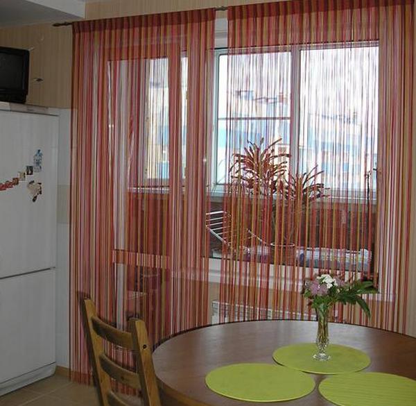 Шторы кисея на кухню с балконной дверью