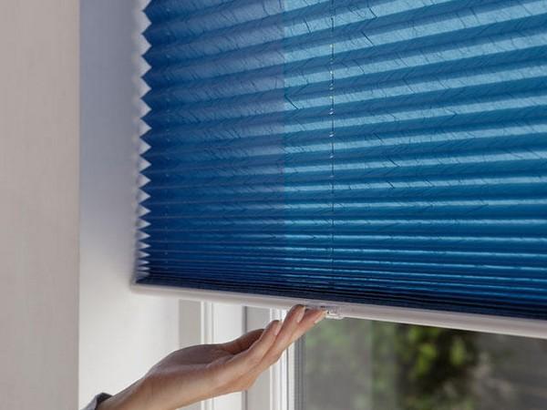 Жалюзи-плиссе на балконные окна фото