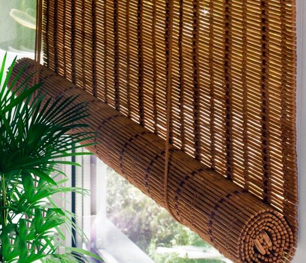 Жалюзи бамбуковые на балконе фото