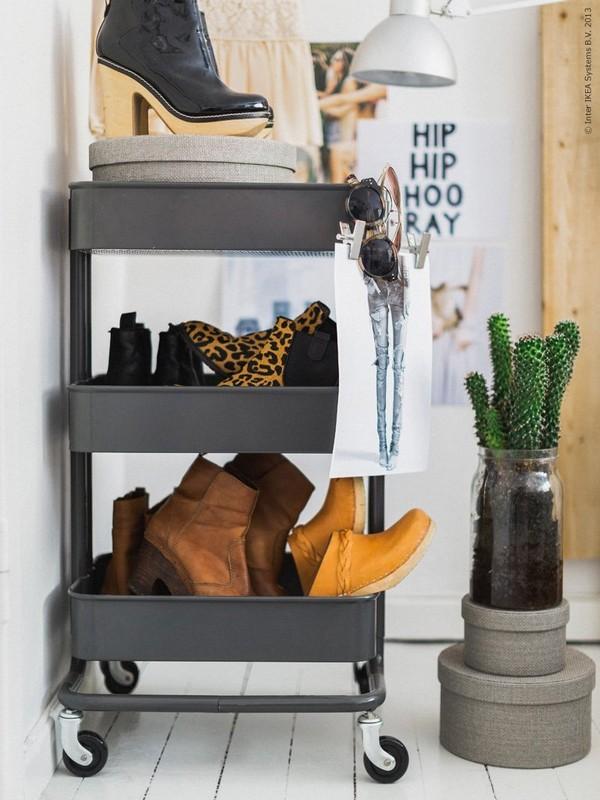 Прикольная этажерка на колесиках для обуви и прочих мелочей