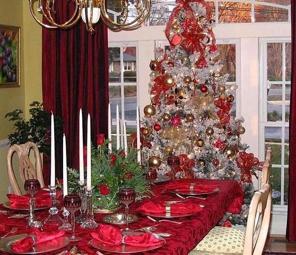 Украшение дома на Новый год 2016 в красных тонах