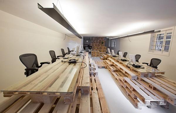 Деревянные поддоны в интерьере офиса
