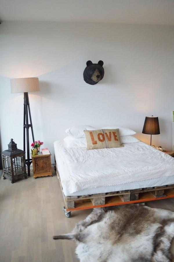 Как сделать кровать из поддонов деревянных фото