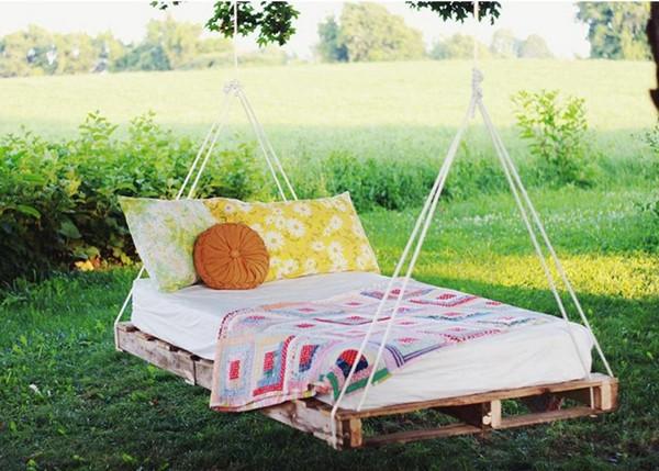 Как сделать подвесную кровать из поддонов