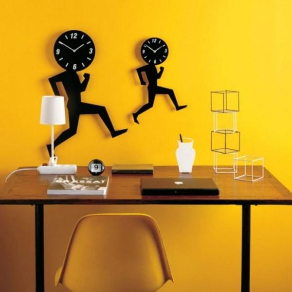 Оригинальные настенные часы в виде бегущих человечков