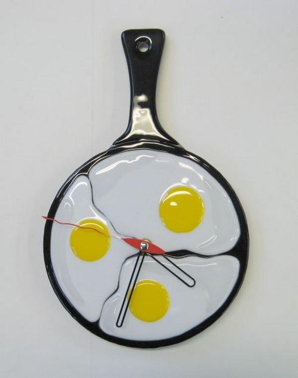 Часы-яичница на кухню фото