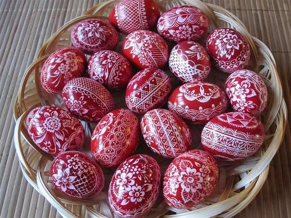 Как расписать деревянное яйцо на Пасху