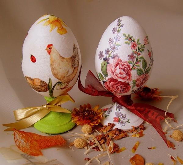Пасхальные яйца из дерева в технике декупаж фото