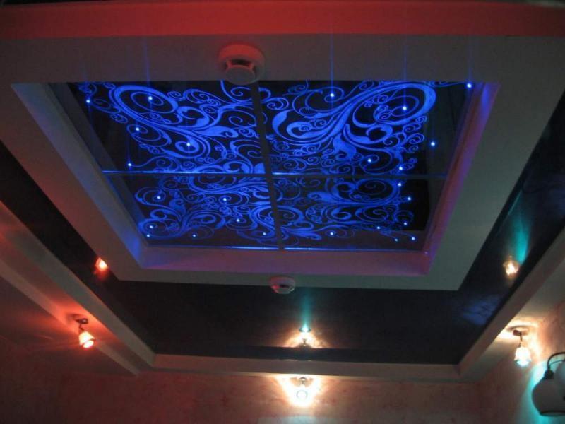 подвесные потолки из стекла