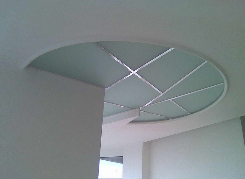 потолок из матового стекла фото