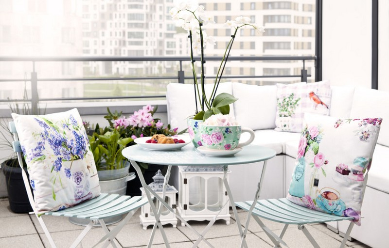 Столик на балкон фото