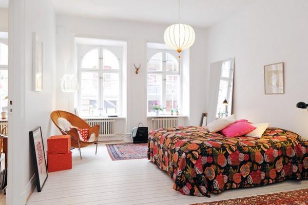 Яркие акценты в скандинавской спальне