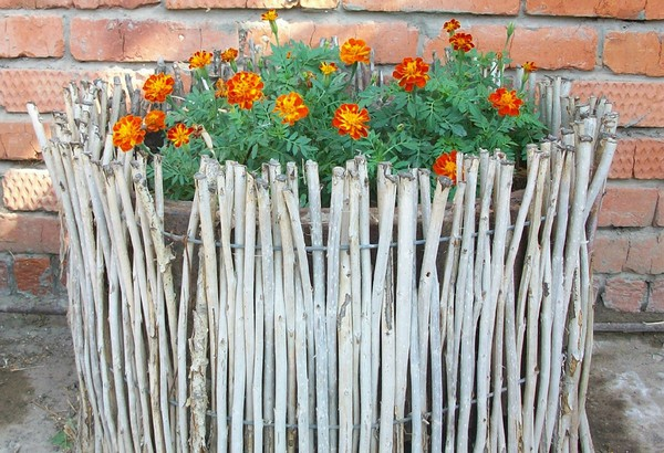 Декоративный заборчик частокол плетень