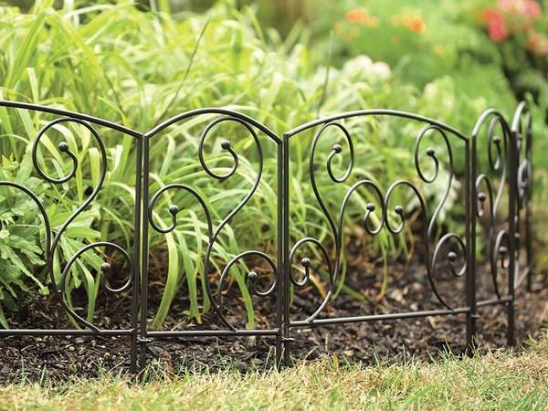 кованые заборчики для клумб фото