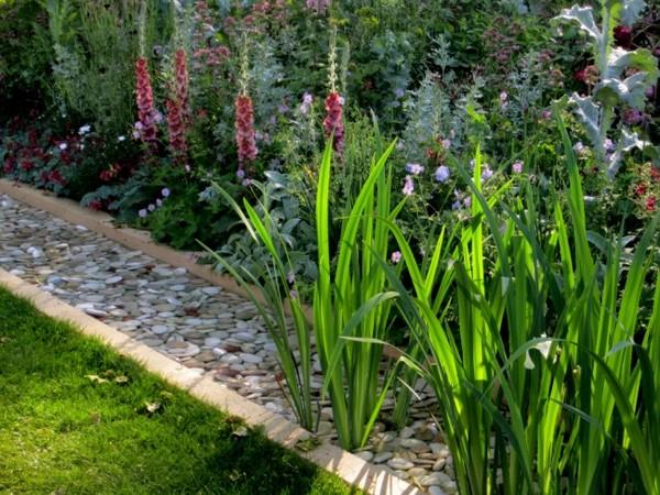 Ограждения для цветников и клумб из камня