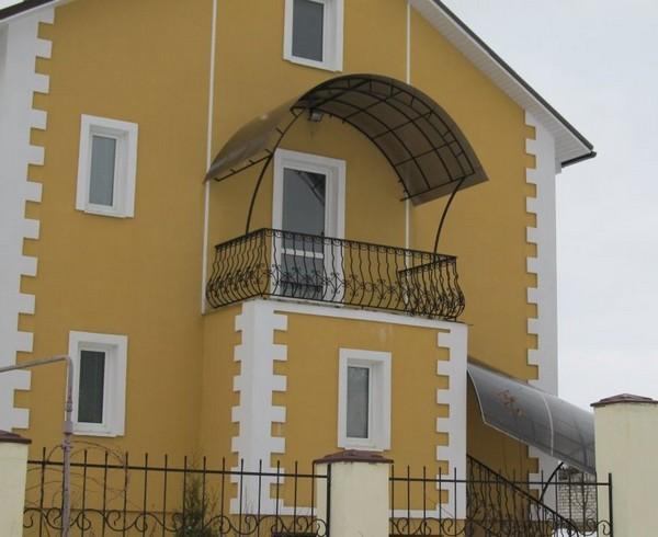 Арочный козырек на балкон из поликарбоната фото