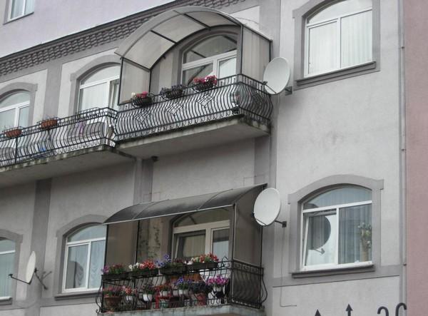 Красивые козырьки над балконом