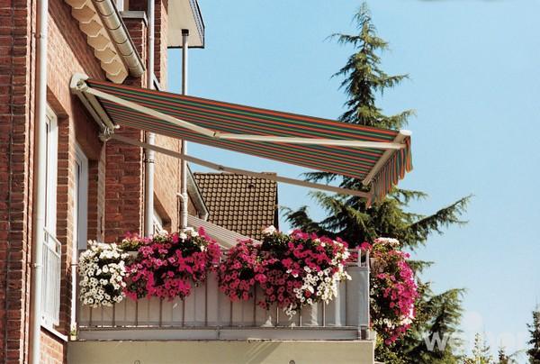 Маркиза над балконом фото