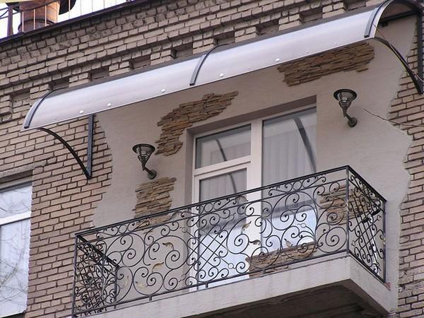 Как установить козырек над балконом