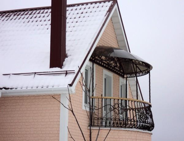 монтаж козырька на балконе фото