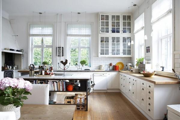 Просторная кухня в скандинавском стиле