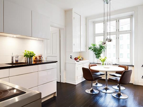 Круглый стол в скандинавской кухне