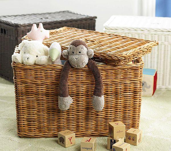 Плетеная корзина для игрушек фото