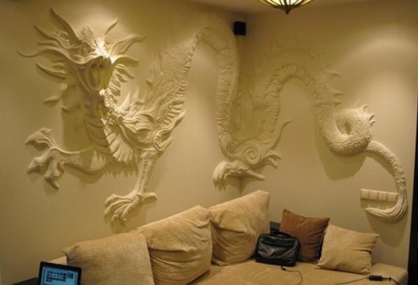 Объемный барельеф на стене в гостиной фото