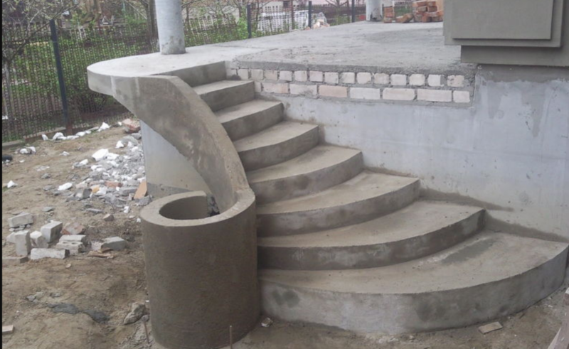 Ступеньки крыльца из бетона