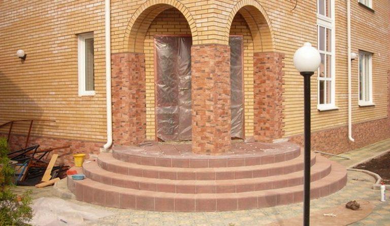 Крыльцо дома из кирпича: фото крыльца кирпичного дома 24