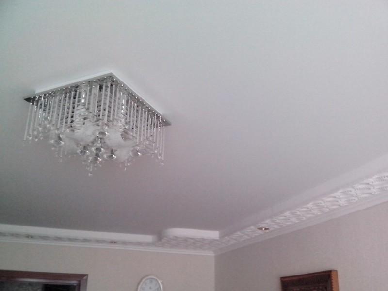 недостатки тканевых натяжных потолков фото